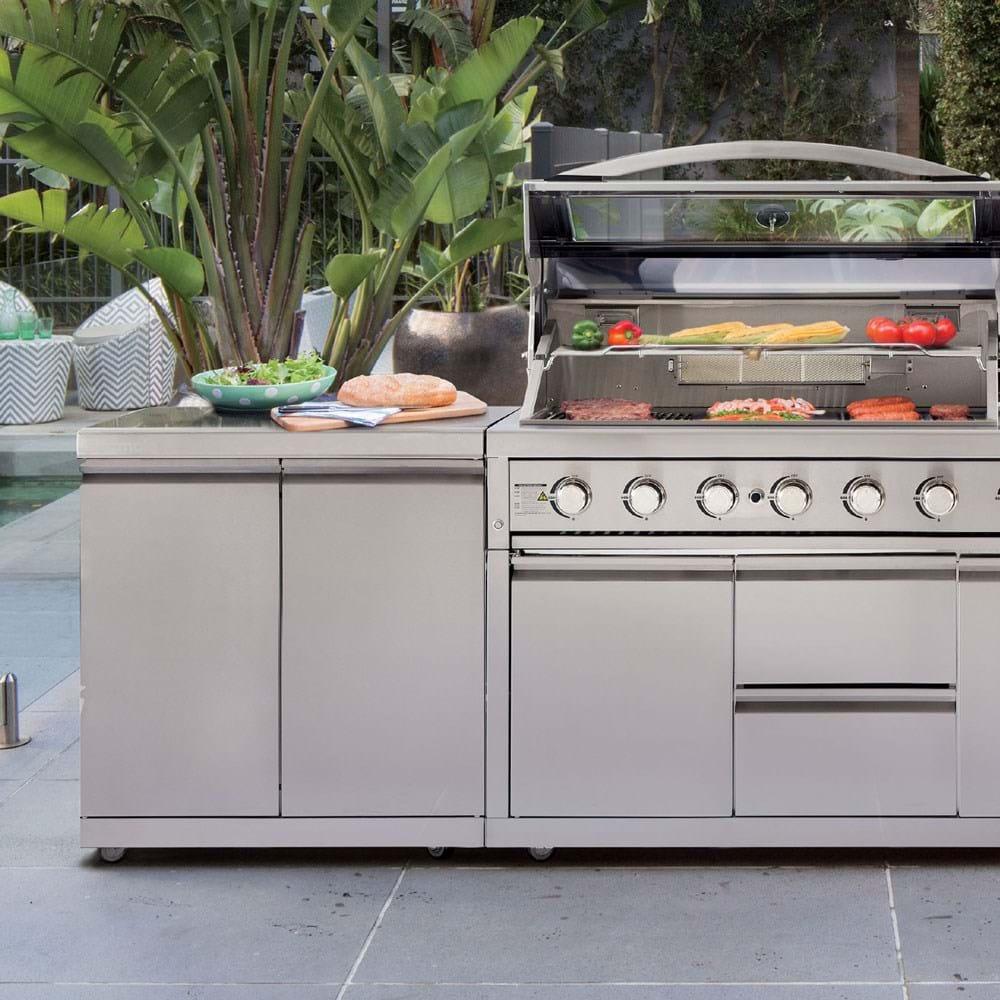 Platinum III Outdoor Kitchen